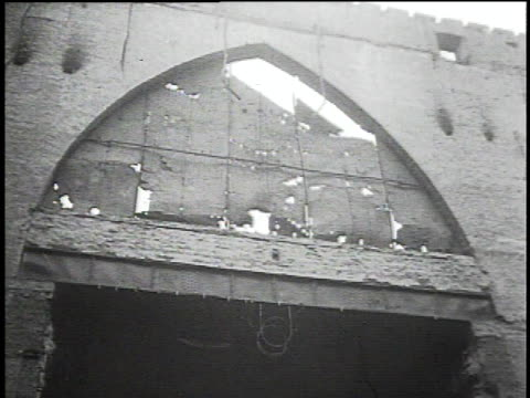 td bomb damage to a building after the german invasion of warsaw / warsaw poland - luftangriff stock-videos und b-roll-filmmaterial