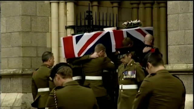 'bomb disposal' soldier olaf schmid inquest; lib england: cornwall: truro cathedral: ext / int military pallbearers carrying flag-draped coffin of... - イングランド南西部点の映像素材/bロール