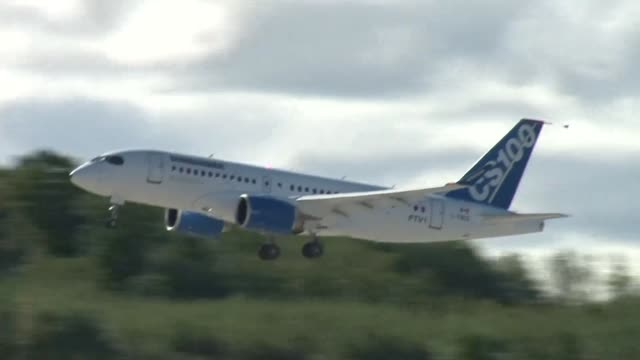 Bombardier lanza nuevo jet para competir con Airbus y Boeing VOICED Bambardier quiere volar mas alto on September 17 2013 in Mirabel Quebec