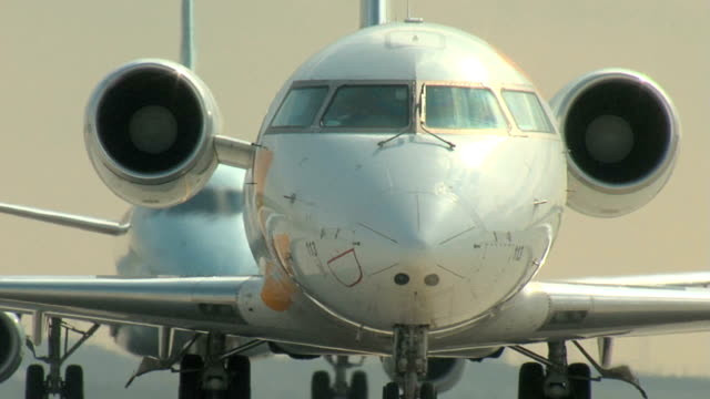 bombardier rj jet airplane taxi closeup - commercial aircraft stock videos & royalty-free footage