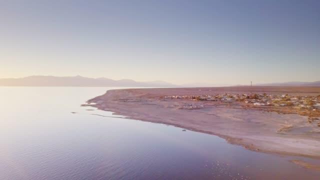 bombay beach and the salton sea from above - faglia di sant'andrea video stock e b–roll