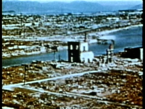 vidéos et rushes de bombed devastation of nagasaki after atomic bomb audio / nagasaki japan - 1945