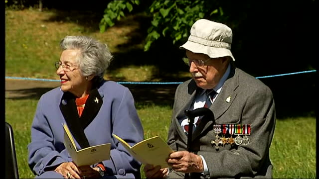 vídeos de stock, filmes e b-roll de bomber command memorial ceremony held in london england london green park ext member of clergy reciting lord's prayer to group of people gathered for... - parque green