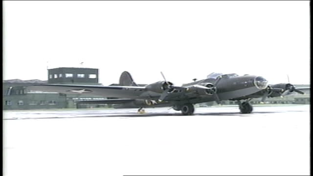 bombers at air show - エディトリアル点の映像素材/bロール