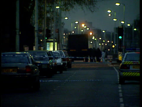 vídeos y material grabado en eventos de stock de ira bombing trial **** for rushes please see foot of file london gv lorry packed with explosives behind cordon gv ditto lms police and fire services... - 1993