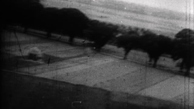 vídeos de stock e filmes b-roll de bombs exploding / france - batalha guerra
