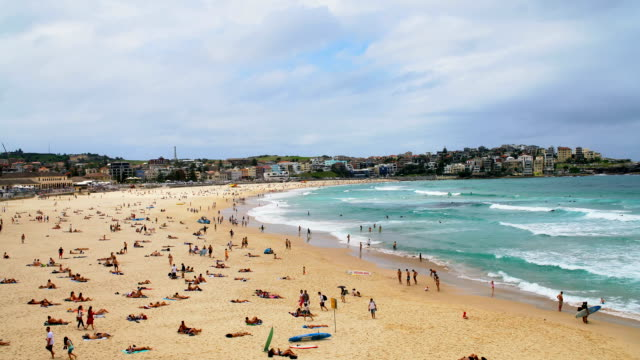 vídeos de stock, filmes e b-roll de bondi beach, sydney austrália - praia de bondi
