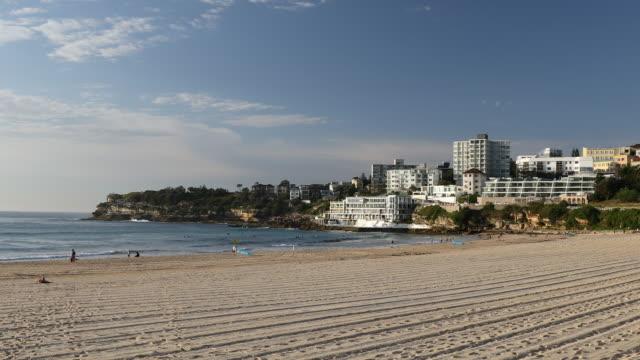 vídeos de stock, filmes e b-roll de bondi beach, sydney, new south wales, australia, pacific - praia de bondi