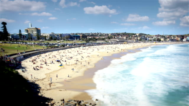 vídeos de stock, filmes e b-roll de bondi beach, sydney - praia de bondi