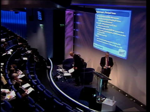 stockvideo's en b-roll-footage met bonfield payoff row/pay increases lib london platfrm at british telecom press conference outgoing chief executive sir peter bonfield at podium - british telecom