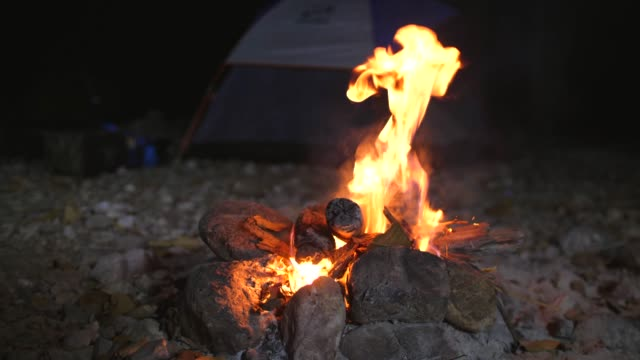 bonfire on the rocky beach with tent background - camp fire stock videos & royalty-free footage