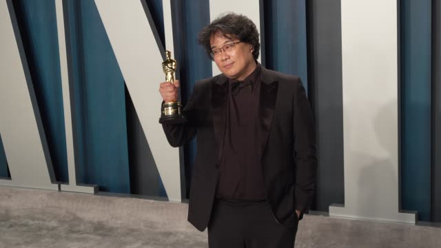stockvideo's en b-roll-footage met bong joonho at vanity fair oscar party at wallis annenberg center for the performing arts on february 9 2020 in beverly hills california - vanity fair