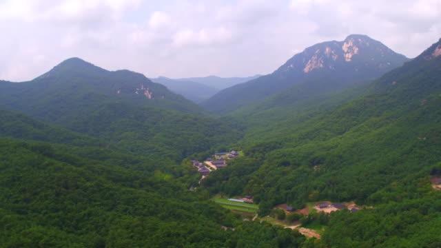 bongamsa temple in huiyangsan mountain / mungyeong-si, gyeongsangbuk-do, south korea - 囲む点の映像素材/bロール