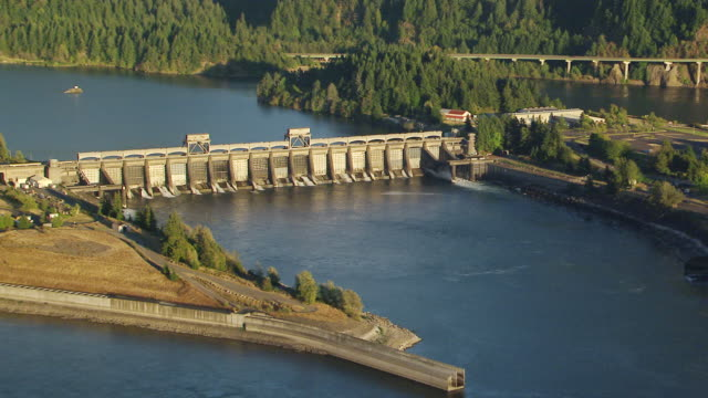 ws aerial ds bonneville dam spillway / oregon, united states - columbia river gorge stock videos & royalty-free footage