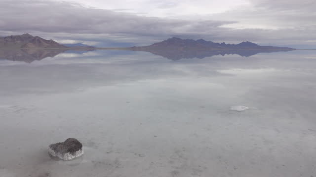 bonneville salt flats silver island mountains desert reflections utah - bonneville salt flats stock videos and b-roll footage