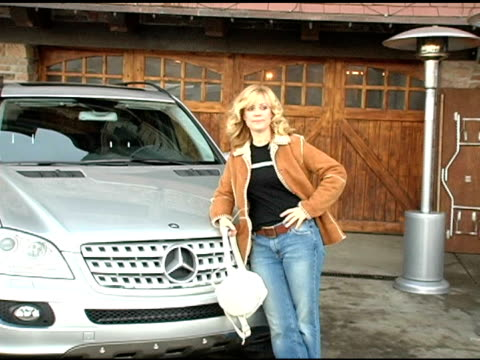vídeos y material grabado en eventos de stock de bonnie hunt with the mercedes benz m class at the 2005 park city mercedes benz at the motorola lodge at motorola lodge in park city, utah on january... - motorola
