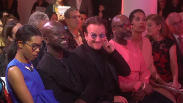 bono and naomi campbell at the auction with theaster gates sir david adjaye bono in collaboration with sotheby's and gagosian at the moore building... - サザビーズ点の映像素材/bロール