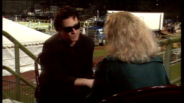 Bono speaking with reporter Tsehai Tiffen about 1993 Zooropa tour coming to an end and not touring again for a while afterwards