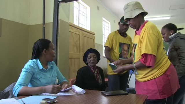 bonolo nthompe 20 part of south africa's 'born free' generation voted for the first time in soweto wednesday - soweto stock videos and b-roll footage