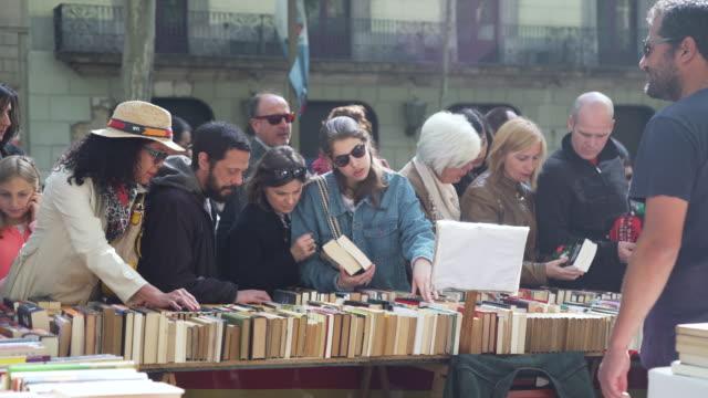 vídeos y material grabado en eventos de stock de book street market at barcelona on sant jordi world book day - 2017
