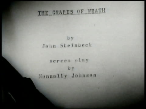 vidéos et rushes de book 'the grapes of wrath' darryl f zanuck w/ man 'grapes of wrath' script vs migratory workers cu script 'the dictator' hitler sitting w/ goering... - raisin