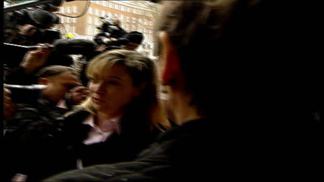 stockvideo's en b-roll-footage met da vinci code author wins court case close shot of richard leigh standing outside court surrounded by press back view of richard leigh away from... - the da vinci code