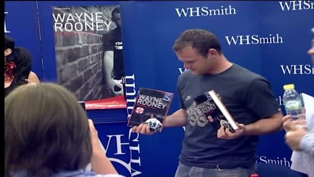 wayne rooney's autobiography moyes to take legal action file / r30080607 england manchester the trafford centre whsmith photography *** wayne rooney... - biography stock videos & royalty-free footage