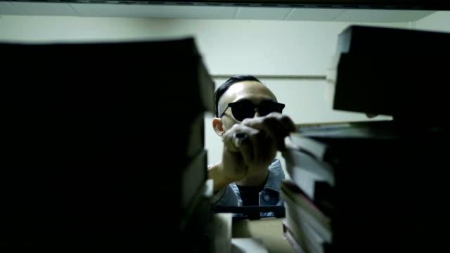 vidéos et rushes de bibliothèque virtuelle: idée de conception - couverture de livre