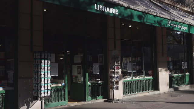 bookstore closed except with click and collect, on the second day of isolation on october 31, 2020 in paris, france. france imposed another national... - book shop stock videos & royalty-free footage