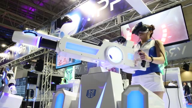 stockvideo's en b-roll-footage met booth attendant demonstrates the super guide virtual reality attraction in the jppvr booth during the tokyo game show 2018 on september 21, 2018 in... - television game show