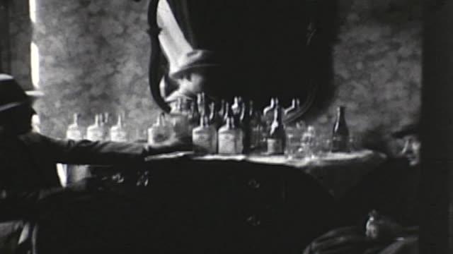 vidéos et rushes de bootleg booze party in the prohibition era - prohibition