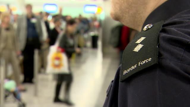 border control at a uk airport - zoll und einwanderungskontrolle stock-videos und b-roll-filmmaterial