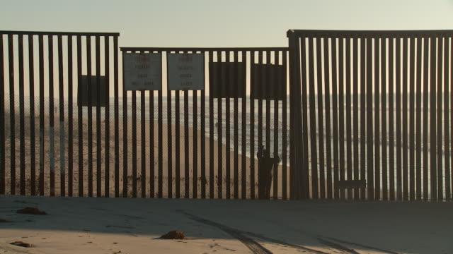 WS Border fence at beach