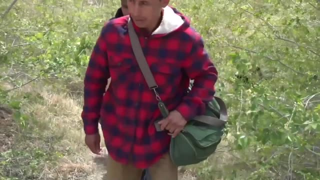 us border patrol agents engage with migrants entering the united states along the southwest border during march 2019 in texas and arizona - united states border patrol stock videos & royalty-free footage