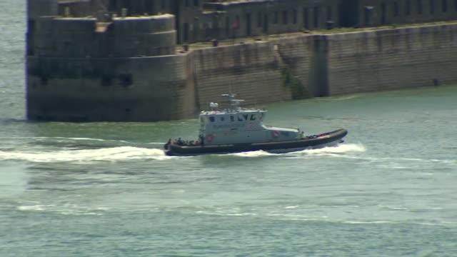 "vidéos et rushes de border patrol boat patrolling the english channel - ""bbc news"""