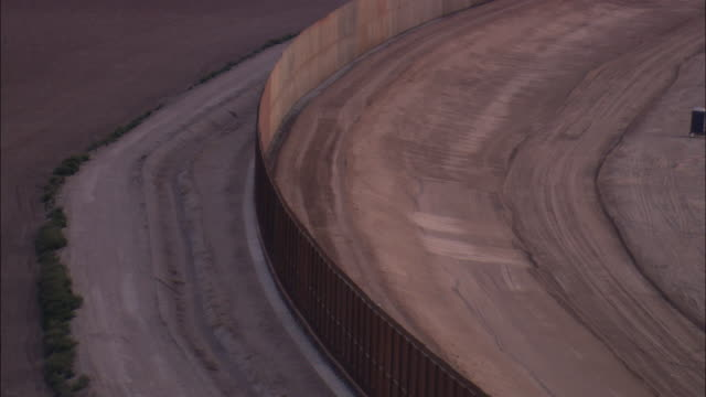 LOW AERIAL 'Border wall' along US-Mexican border at El Paso, Texas, USA