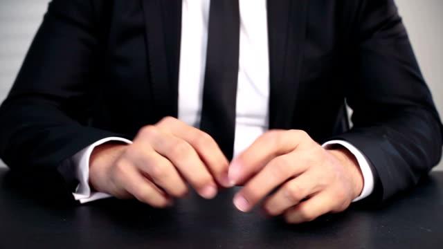 Gelangweilt und betonte Geschäftsmann