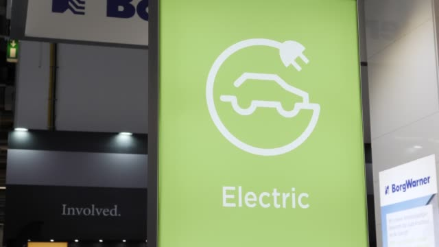 vidéos et rushes de borgwarner presents electric motors power electronics battery and transmission technologies and thermal management systems at the company's booth at... - processus biologique