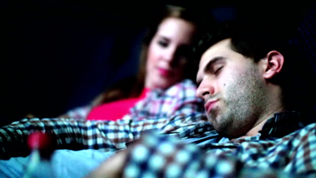 vídeos y material grabado en eventos de stock de aburrido noche de película. - dormir