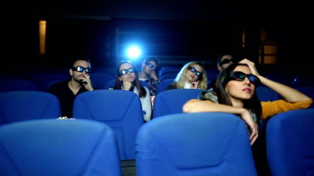 映画の時間を退屈 - 3dメガネ点の映像素材/bロール