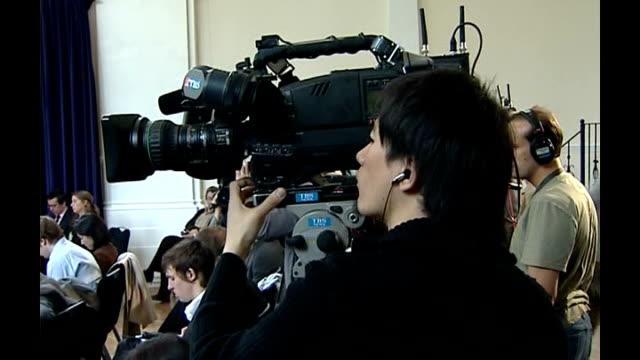boris berezovsky and widow of viktor litvinenko launch campaign england london int marina litvinenko and boris berezovsky press conference to launch... - 実業家 ボリス・ベレゾフスキー点の映像素材/bロール