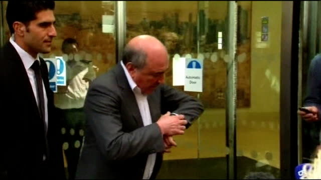 police say there is no evidence of third party involvement 3182012 / t31081232 london ext boris berezovsky from court and speaking to press - 実業家 ボリス・ベレゾフスキー点の映像素材/bロール