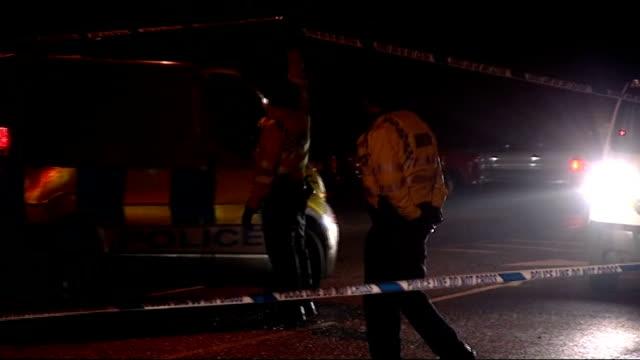 boris berezovsky found dead at his berkshire home england berkshire ascot police officers manning cordon outside home of boris berezovsky after his... - 実業家 ボリス・ベレゾフスキー点の映像素材/bロール