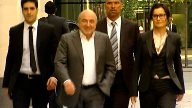 boris berezovsky found dead at his berkshire home lib london the rolls building ext boris berezovsky along and into court with others tells unseen... - 実業家 ボリス・ベレゾフスキー点の映像素材/bロール