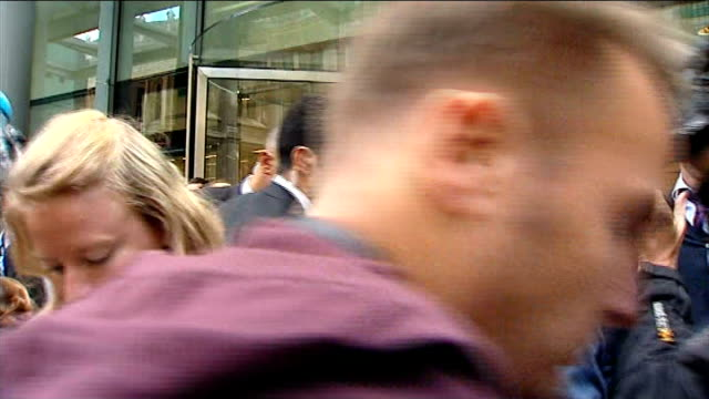 boris berezovsky found dead at his berkshire home lib fetter lane ext boris berezovsky outside court flanked by bodyguards and surrounded by press... - 実業家 ボリス・ベレゾフスキー点の映像素材/bロール