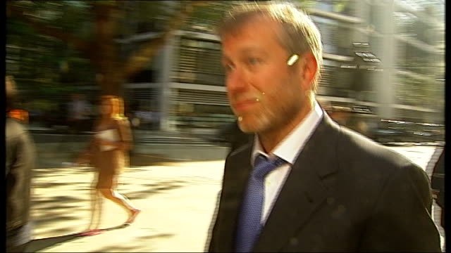 boris berezovsky sues roman abramovich over stake in oil company royal courts of justice court of appeal abramovich and entourage departing court - 実業家 ボリス・ベレゾフスキー点の映像素材/bロール