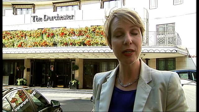 boris berezovsky sues roman abramovich over stake in oil company england london the dorchester hotel ext reporter to camera - 実業家 ボリス・ベレゾフスキー点の映像素材/bロール