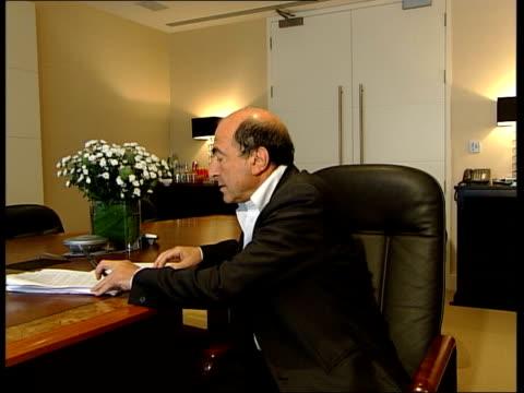 boris berezovsky towards into room then along to desk cs eyes berezovski boris berezovsky interviewed sot talks about interview given by klebnikov in... - 実業家 ボリス・ベレゾフスキー点の映像素材/bロール