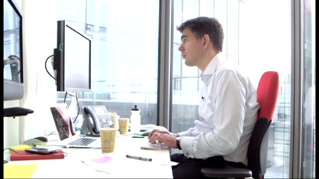 boris johnson angers google during trade visit; t27111237 / tx google uk headqaurters: matt brittin working at computer brittin along with krishnan... - krishnan guru murthy stock videos & royalty-free footage