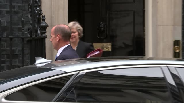 stockvideo's en b-roll-footage met boris johnson backs change britain campaign on brexit implementation; t07091606 / 7.9.2016 downing street: ext may from number 10 and into car - number 9